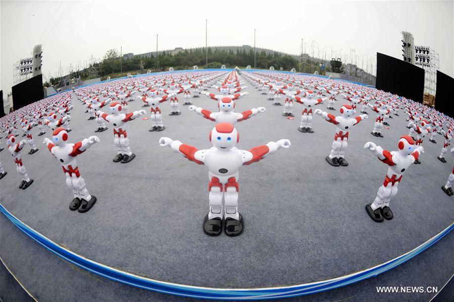 Chine : la danse synchronisée de 1.007 robots établie un record Guinness