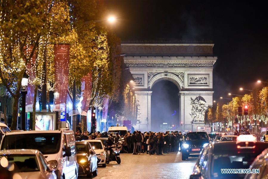 Paris illuminations de no l sur les champs lys es french - Illumination noel paris 2017 ...