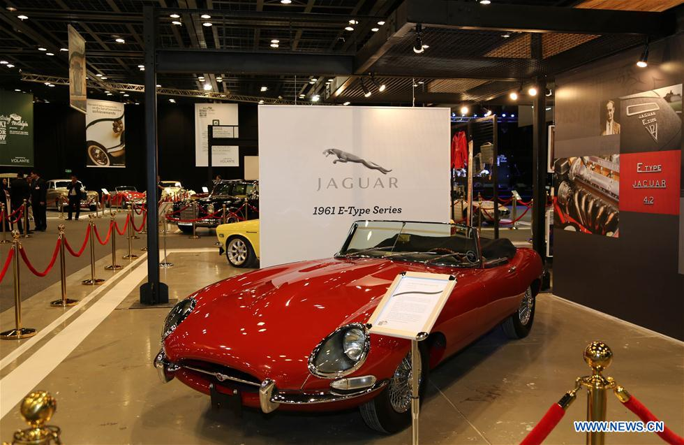 Photos des voitures vintage superbes au 14e salon for Salon aeronautique