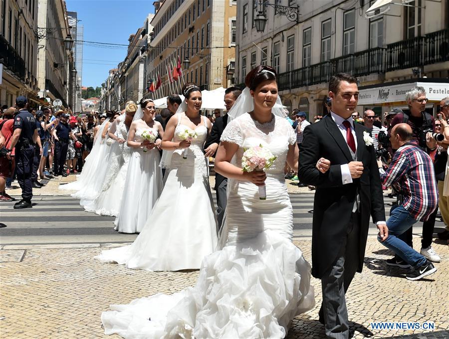 Photos une c r monie de mariage de groupe lisbonne - Photo de groupe mariage ...