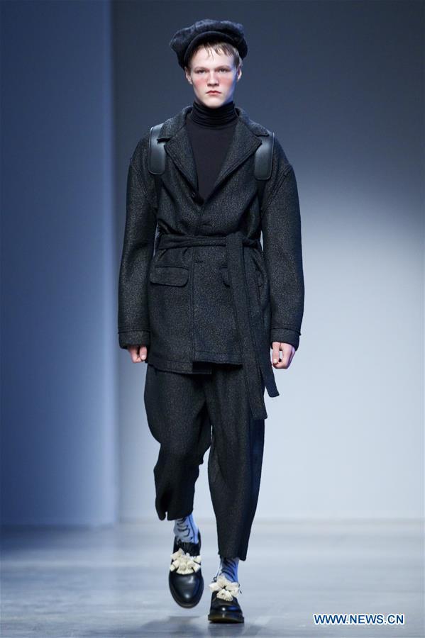 fc16f4db5c ... une création de la collection masculine automne-hiver 2017-2018 de  MIAORAN par le styliste chinois Miao Ran lors de la semaine de la mode de  Milan, ...