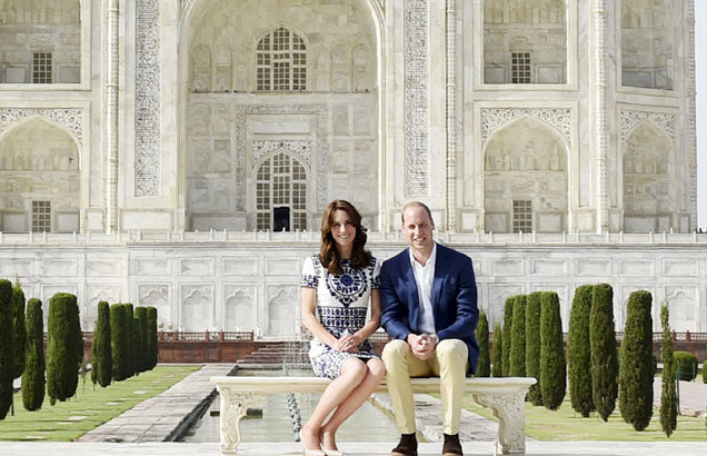 Le couple royal britannique en visite au Taj Mahal