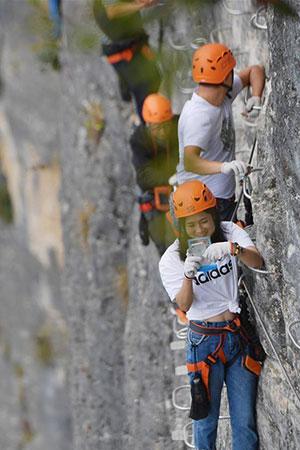 Chine : amateurs d'escalade dans le Hubei