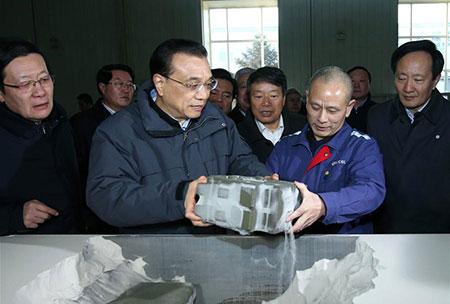 Le Premier ministre chinois appelle à déployer des efforts pour promouvoir les industries  traditionnelles