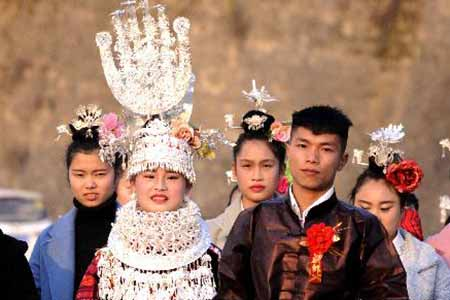 Chine : mariage traditionnel de l'ethnie Miao