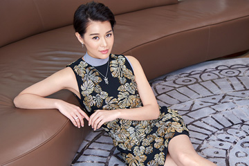 Myolie Wu pose pour CHIC