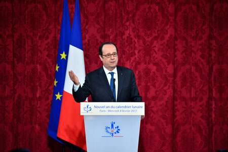 Hollande salue la défense du libre-change par Xi au Forum économique mondial