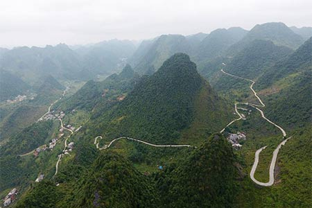Chine : routes de campagne dans un district du Guangxi