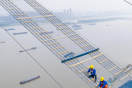 Chine : construction d'un pont à Wuhan