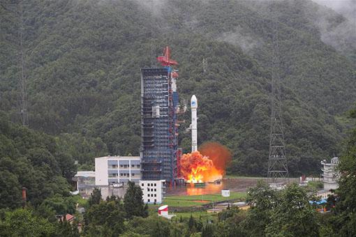 La Chine envoie dans l'espace des satellites jumeaux de navigation Beidou-3