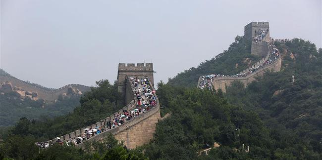 Chine : touristes sur la Grande Muraille