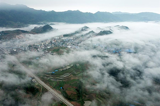 Chine: brouillard d'advection au Guizhou