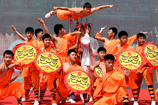 Chine : spectacle d'arts martiaux au temple Shaolin